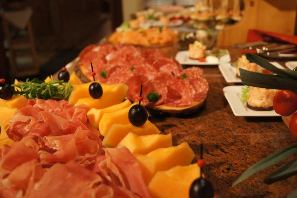 kulinarik-vorspeisenbuffet18A63B13A-594B-1203-8713-C1BD046C8DB2.jpg